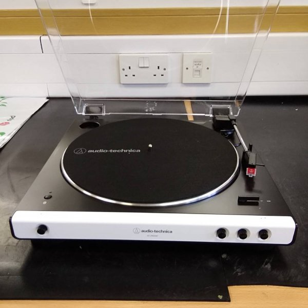 Audio Technica AT-LP60X-BT White Bluetooth Turntable