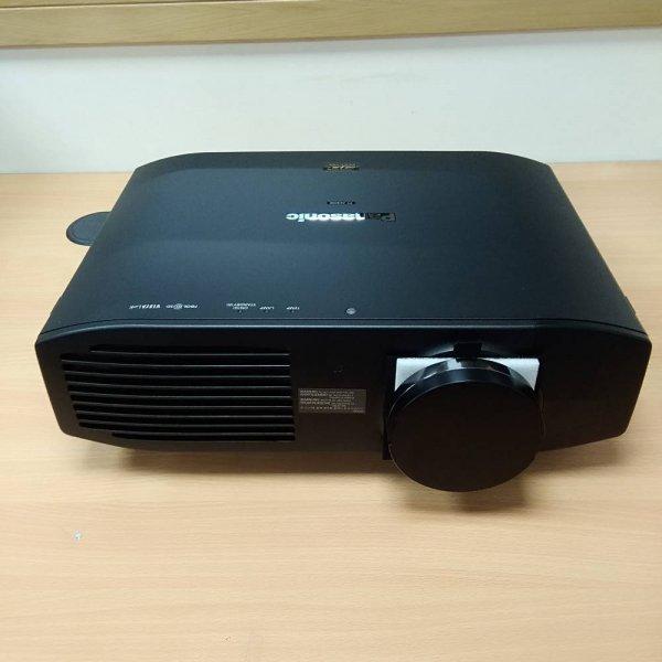 Panasonic PT-AE8000U LCD Projector