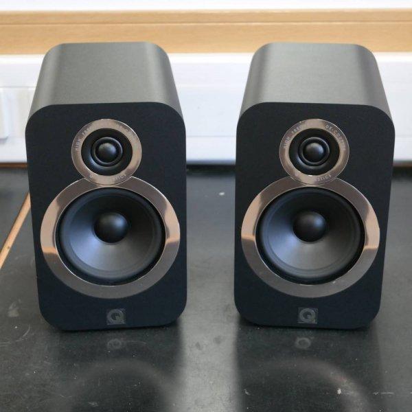 Q Acoustics Q 3020i Carbon Black Bookshelf Speakers (Pair) (With stands)
